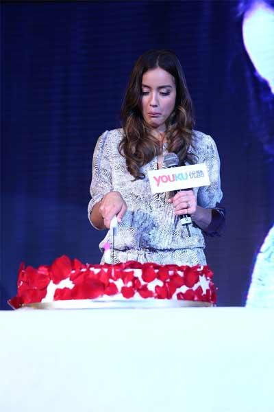 Chloe过生日切蛋糕