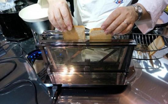 透明多功能烤面包机问世