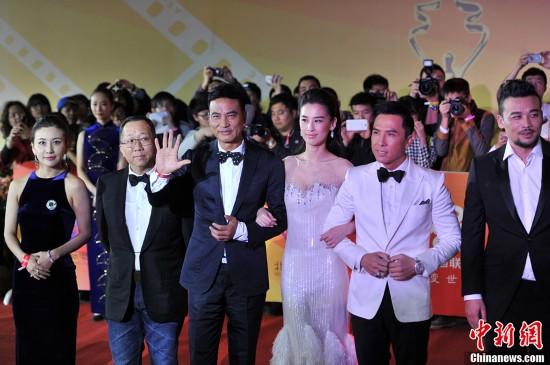 北京国际电影节闭幕 章子怡深v裙亮相红毯(图)图片