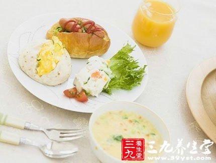 空腹喝,最好和包子、馒头等搭配吃.如果是素包如香菇菜包等,营养
