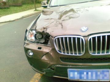 男子凌晨过马路被撞出10米后再遭碾压身亡(图)