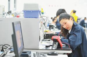 """江苏技能大赛上大师晒绝技:宣纸上""""烙画"""""""