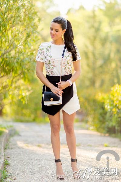 短袖T恤+短裙 清爽装扮显瘦更显高- Micro Rea