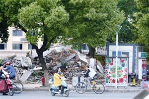 宁波开发商凌晨突袭拆迁公厕 管理员吓得腿软