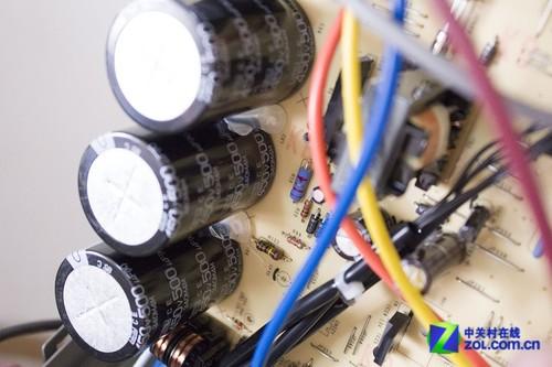 针对控制电路中容易出现的杂波干扰,所有的电路连接线都通增加了滤波
