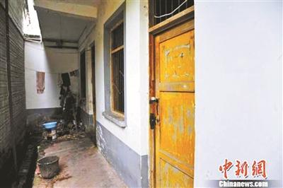 四川官员疑为掩盖5・12救灾物资霉变事实连夜清理