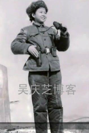 董文华/董文华15岁就已经是一名文艺兵战士
