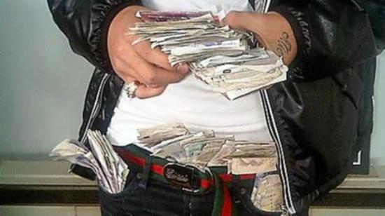 英国毒贩手机拍下交易过程 被称为最蠢毒贩(图)