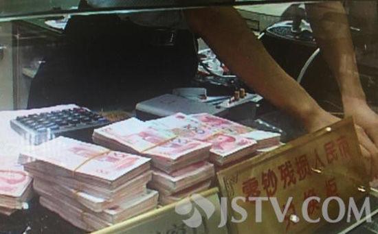 南京市民取120万现金买房 打110求警察护送(图)