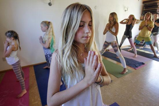 美国12岁女孩获瑜伽教师认证成最年轻教练(图)