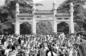 南京中山陵游客同比涨5成 古林公园继续免费