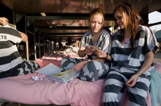 女犯斩首示-女囚的 铁链 生活图片