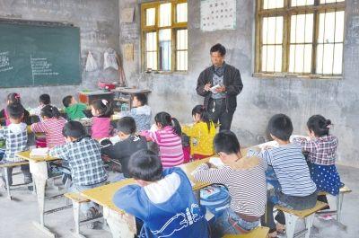 知梦,58岁的王平只坚守了40年,从这个简陋的小学里送出47名大学