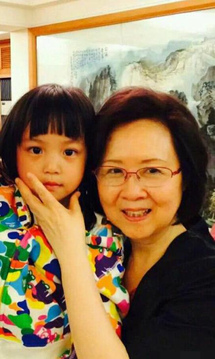 琼瑶和赵薇女儿。
