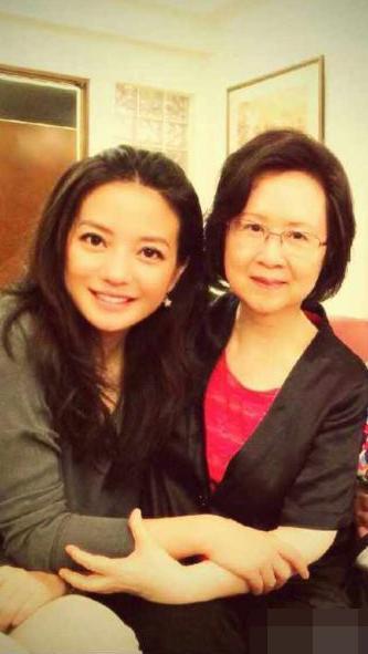 琼瑶和赵薇。