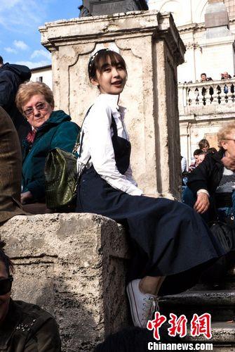 李菲儿《花少》圆公主梦模仿《罗马假日》桥段