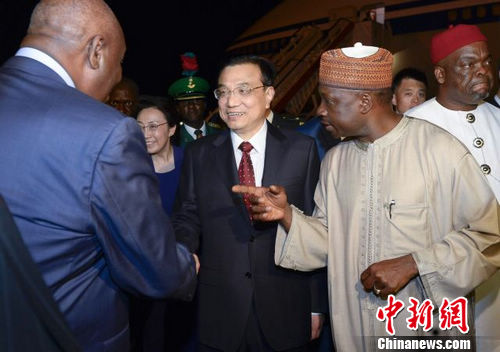 李克强抵达阿布贾对尼日利亚进行正式访问
