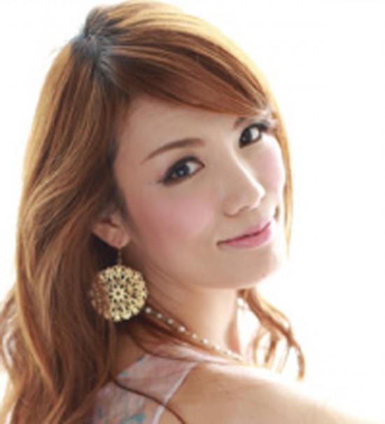 日本42岁美女外婆受热捧 容颜身材宛如少女组