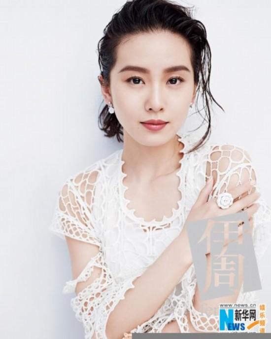 刘诗诗顶湿发穿白裙 手托下巴皮肤娇嫩【5】