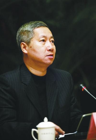 东莞常务副市长梁国英被查 曾怒斥下属放狗屁