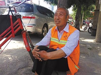 赵作海被儿赶出家门后扫大街 称社会比监狱复杂