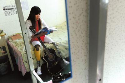 川地震中女孩失去双腿与爱情 6年涅盘重生成选