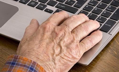 电脑也有益 上网可降低老人抑郁症几率