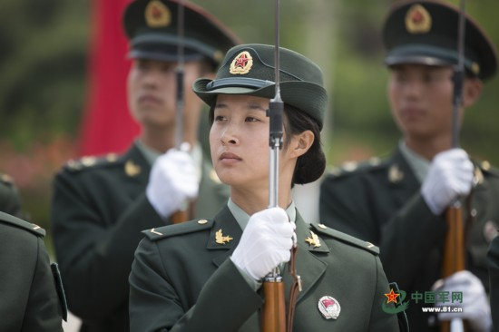解放军首批仪仗女兵训练揭秘 组图