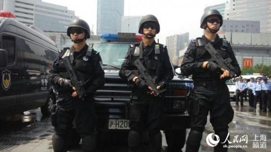 【现场】亚信在即 上海今在全国率先启动地方、铁路公安联合武装巡逻