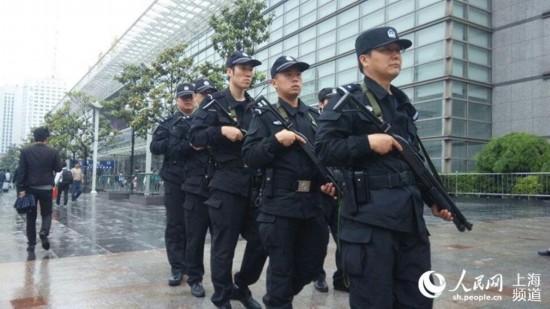 【现场】亚信在即 上海今在全国率先启动地方、铁路公安联合武装巡逻【13】