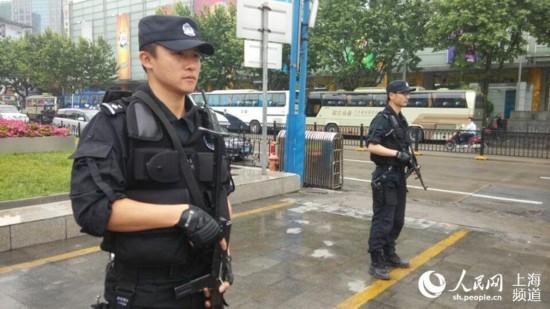 【现场】亚信在即 上海今在全国率先启动地方、铁路公安联合武装巡逻【3】