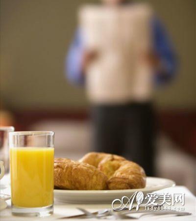 危险的街头早餐档 看完你还敢吃吗?