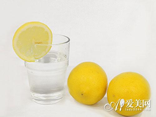 清晨来杯柠檬水! 营养师推荐10大抗衰食品