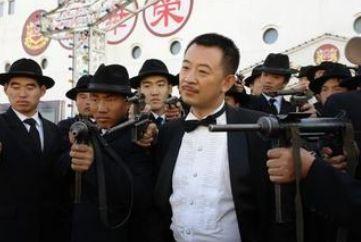 """黄海波/2007年,参演由高希希导演的《新上海滩》,在剧中饰演""""丁力""""..."""