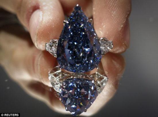 世界最大蓝钻2400万美元拍出行家称是极品(图)