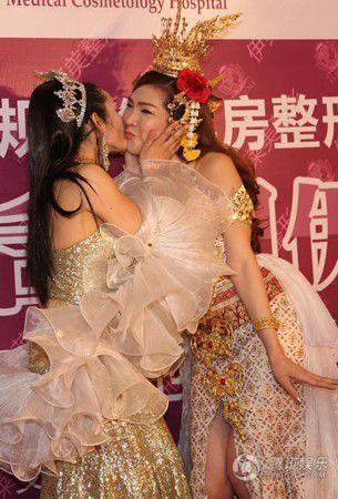 泰国最美人妖皇后中国隆胸 人妖皇后PK泰囧Rose
