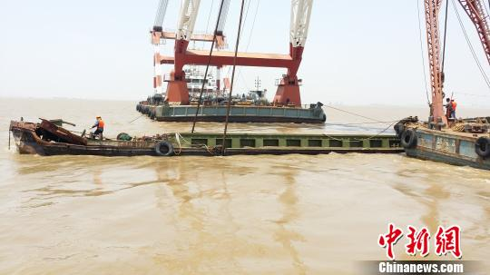 长江常熟段沉船被打捞出水失踪人员被发现死于舱内
