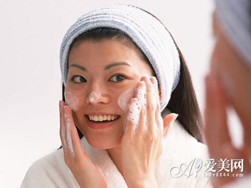 早晨正确洗脸6步骤 热水洗脸长皱纹【5】