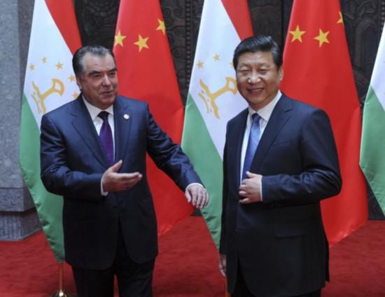 Chinese President Xi Jinping (R) meets with his Tajik counterpart Emomali Rakhmon in Shanghai, east China, May 19, 2014. (Xinhua/Zhang Duo)