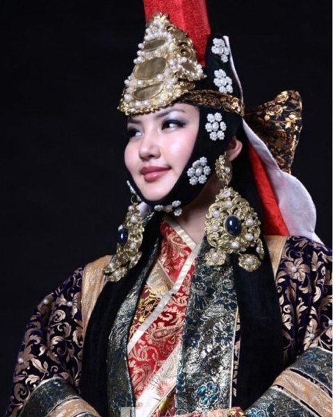蒙古美女怎么打扮 盘点蒙古族服饰图片