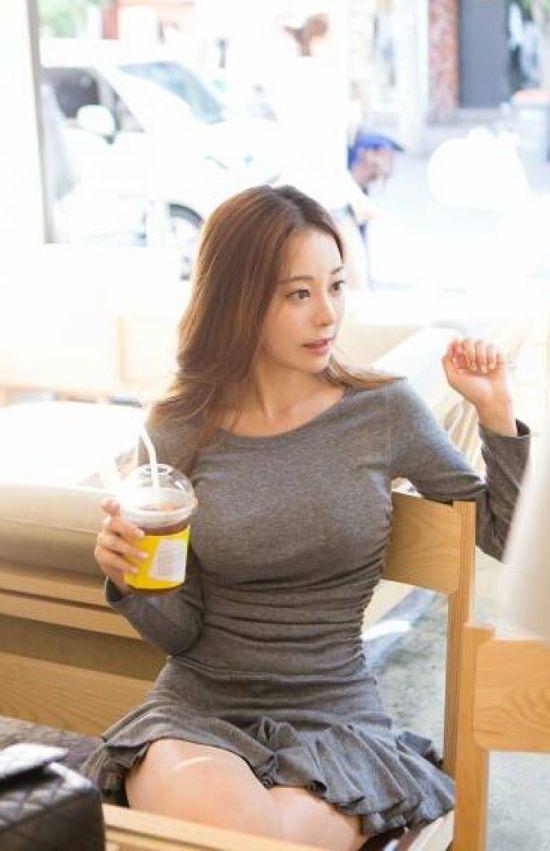 韩国美女曝靓照走红 网友称赞如真人版娜美【