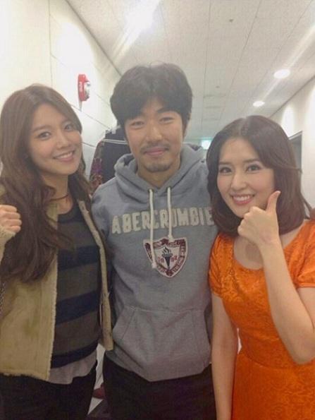 张根硕 朴灿烈/秀英和姐姐与李忠赫
