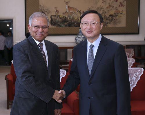杨洁篪会见印度驻华大使康特