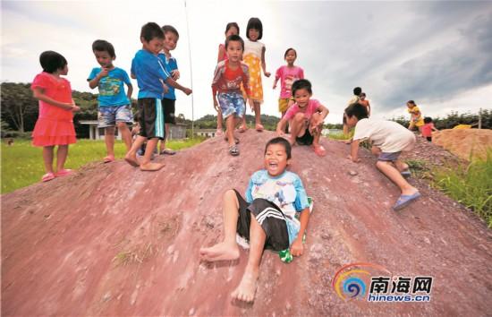 六一儿童节前夕 晒晒海南山里孩子的草根玩具