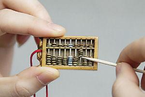 象牙雕刻的微型算盤