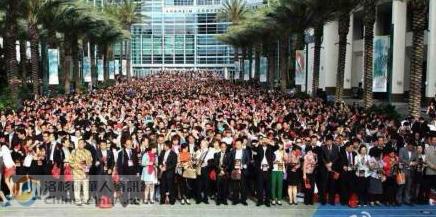 中国7000人旅行团在美唱国歌人均消费1万美元