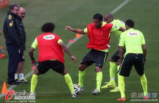 日,2014年巴西世界杯前瞻,巴西队训练备战.-高清图 巴西队训练图片