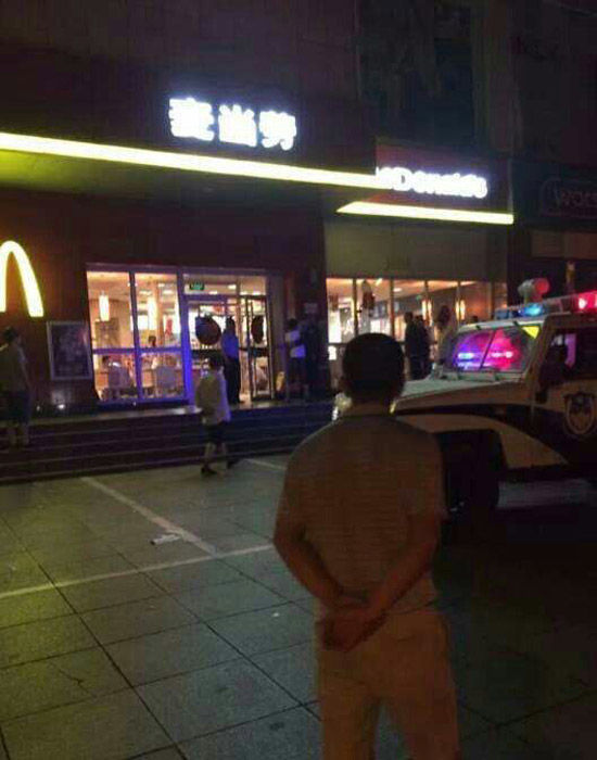 山东一女子麦当劳店内拒搭讪被6人群殴致死(图