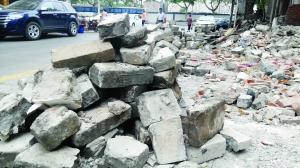 南京鼓楼区拆违建 拆出300多块城墙砖
