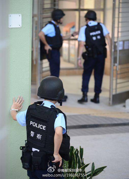 香港警方出动飞虎队抓疑犯 场面似枪战片